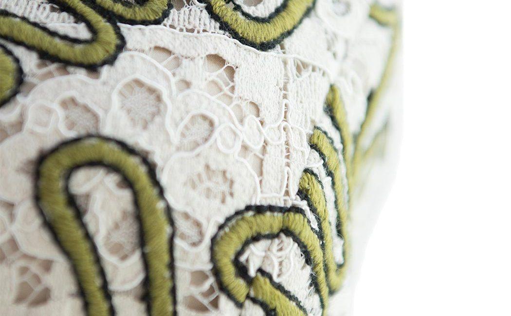 Particolare abito in pizzo patchwork rebrodé