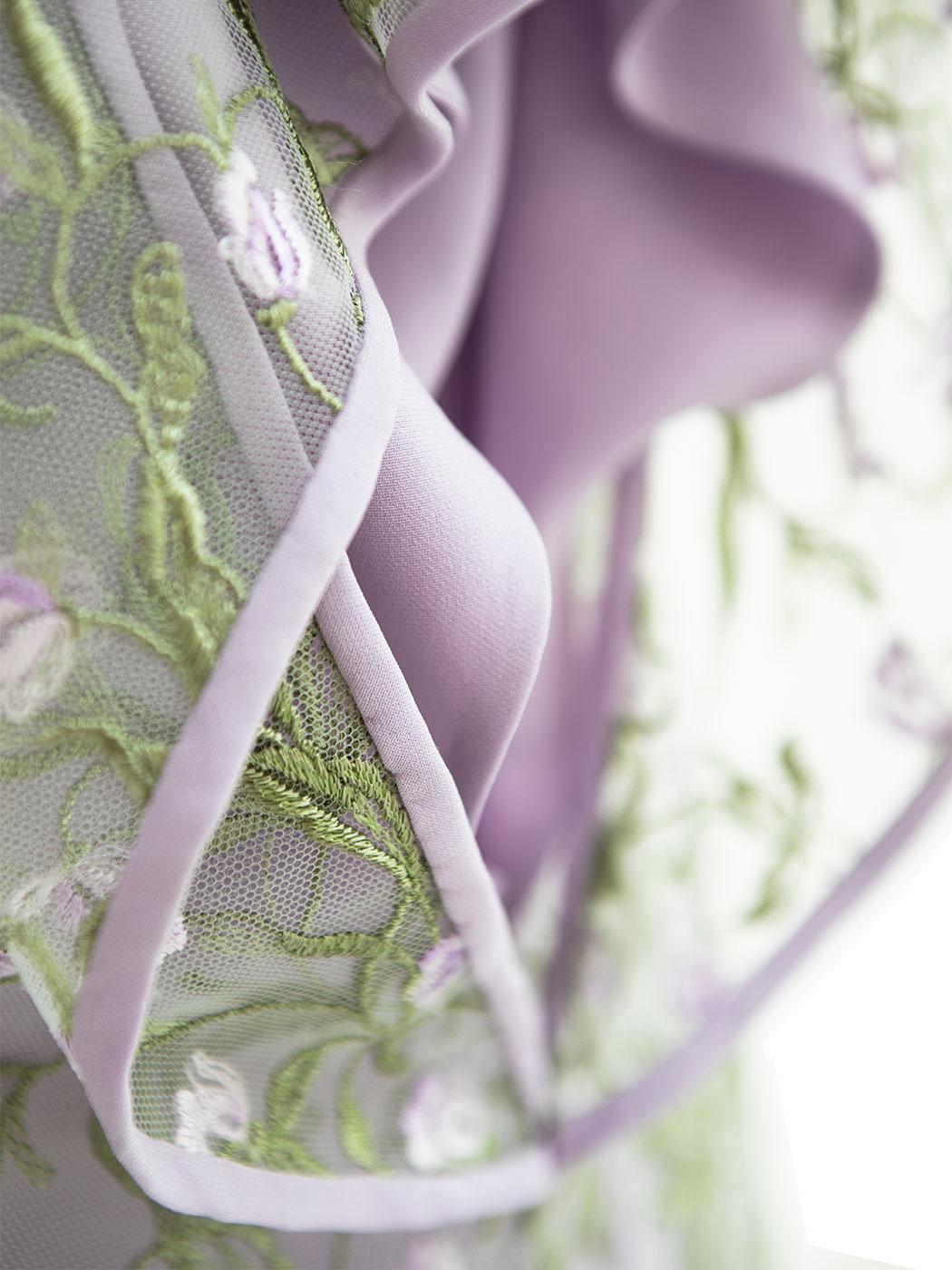 dettaglio abito drapè e blusa